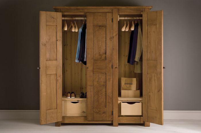 ilustrasi wardrobe berbahan kayu