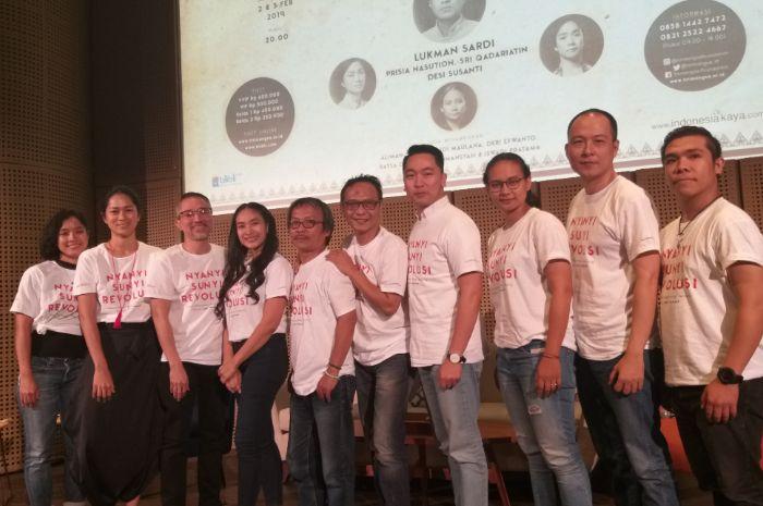 Para pemain pementasanNyanyi Sunyi Revolusi saatmelakukan konferensi pers di Galeri Indonesia Kaya, Jakarta Pusat, Sabtu (12/1/2019).