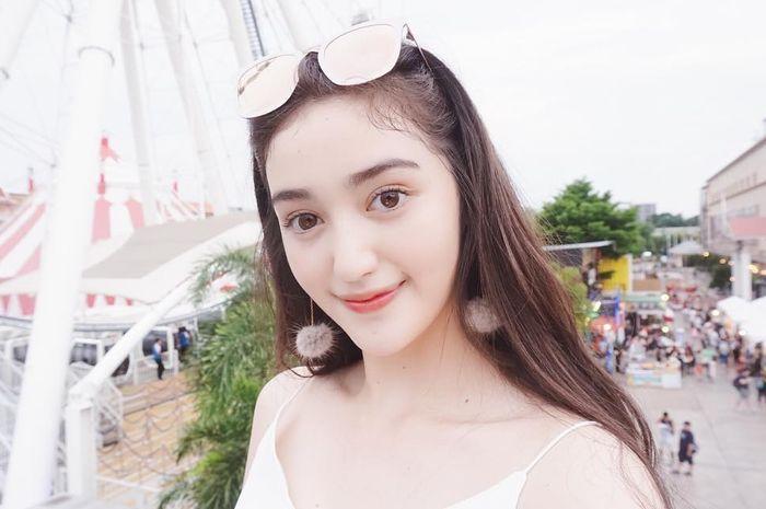 5 Gaya Cantik dan Seksi Ranty Maria Mantan Pacar Ammar Zoni Saat Pakai Busana Off Shoulder
