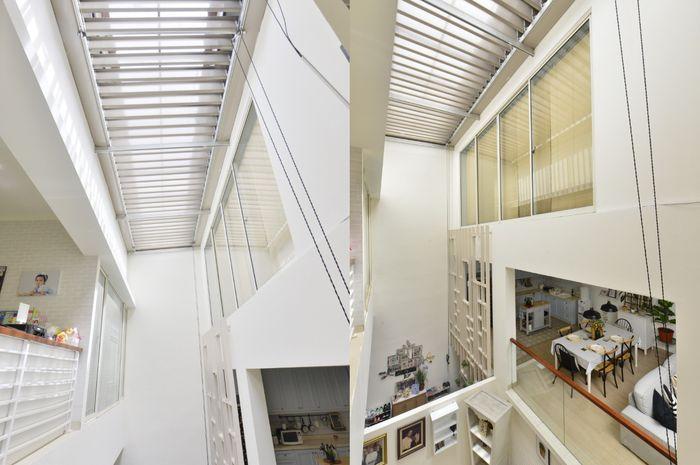Dengan adanya skylight, rumah menjadi terang di siang hari tanpa penggunaan lampu.