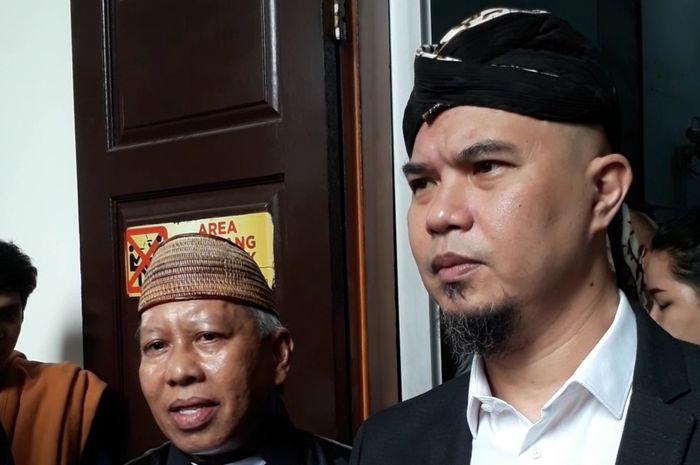 Musisi Ahmad Dhani kembali menjalani sidang kasus ujaran kebencian yang menjerat dirinya di Pengadilan Negeri Jakarta Selatan. Senin (14/1/2018).