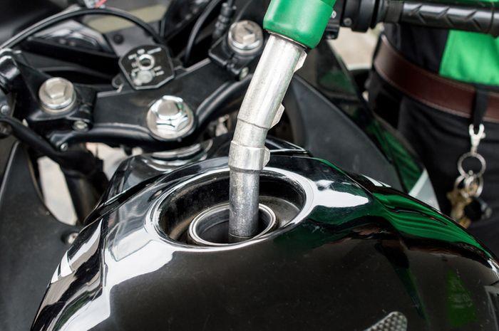 Ilustrasi isi bensin