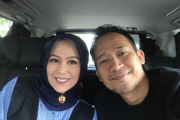 Istri Denny Cagur Bagikan Foto Jadul Pernikahannya, Warganet Justru Soroti Bentuk Alisnya!