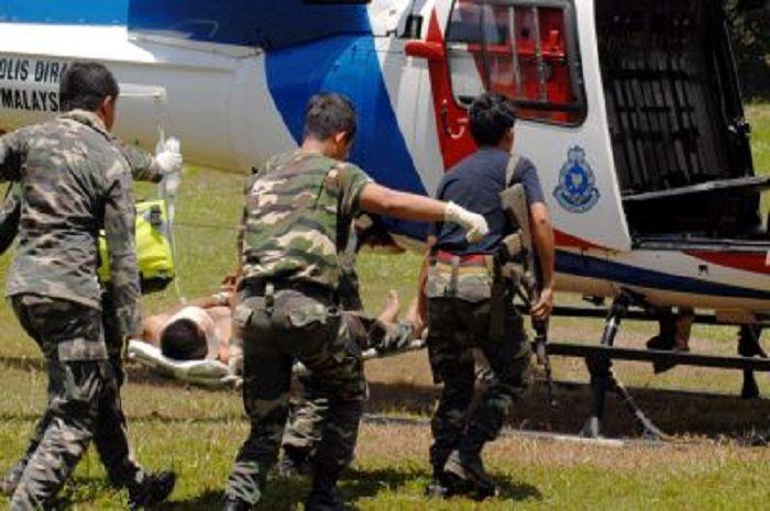 Seorang tentara Malaysia terluka dan dievakuasi ketika Operasi Daulat tahun 2013.