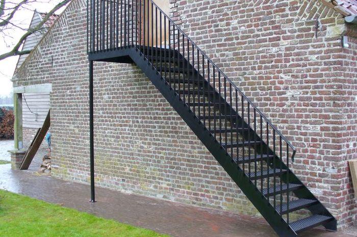 Desain Rumah Minimalis Luar Dan Dalam  bolehkah tangga ada di luar rumah ini solusi secara ilmu
