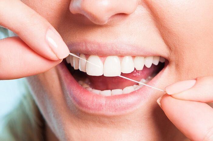 Ini Cara Membersihkan Gigi Dengan Menggunakan Benang Gigi Yang Benar