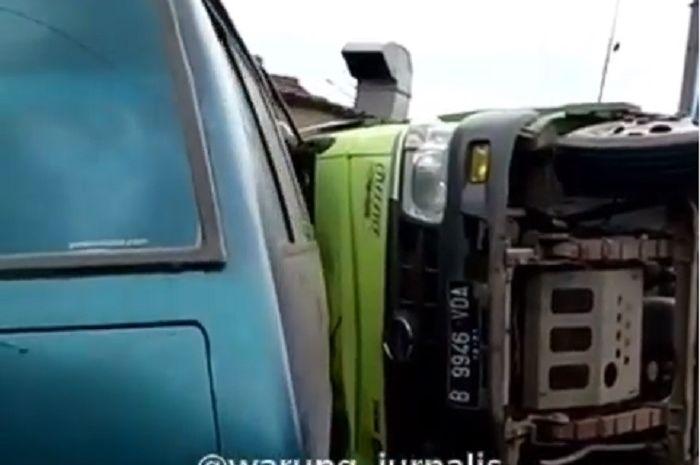 Kecelakaaan truk menabrak motor hingga tewas
