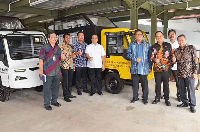Menteri Perindustrian Airlangga Hartarto seusai meninjau AMMDes penjernih air di Kementerian Perindu