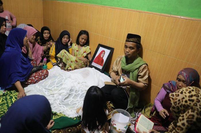 Ustad Maulana di Rumah Duka