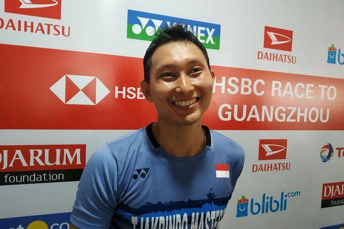 Pebulu tangkis tunggal putra Indonesia, Sony Dwi Kuncoro, saat diwawancarai di area mixed zone Istor