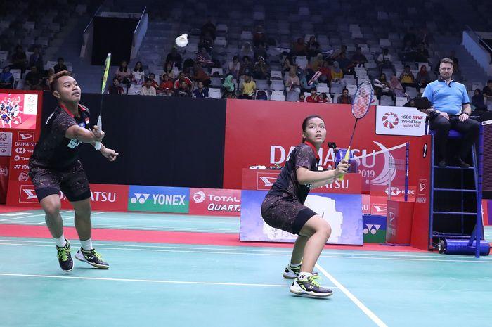 Pasangan ganda campuran Indonesia, Rehan Naufal Kusharjanto/Siti Fadia Silva Ramadhanti mengembalika