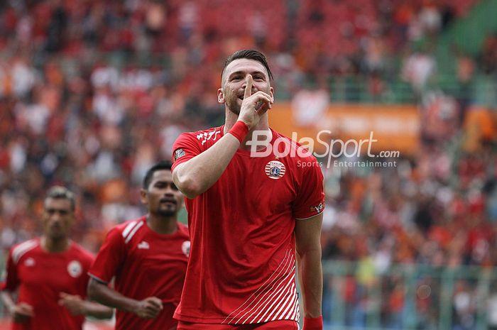 Penyerang Persija Jakarta Marko Simic merayakan golnya ke gawang 757 Kepri Jaya di Stadion Patriot,