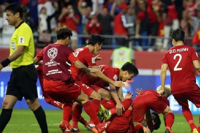 Para pemain Timnas Vietnam bergembira usai menyingkirkan Yordania di Piala Asia 2019.
