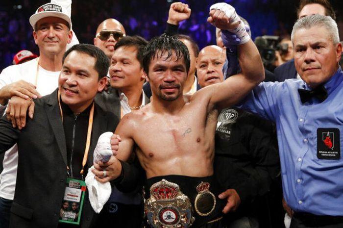 Manny Pacquiao berhasil mempertahankan gelar juara WBA kelas welter setelah menang atas Adrien Broner.
