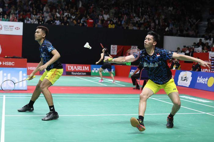 Pasangan ganda putra Indonesia, Fajar Alfian/Muhammad Rian Ardianto, bereaksi setelah memastikan dir