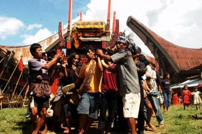 Upacara kubur di Tana Toraja.