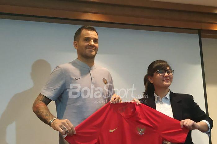 Perkenalan pelatih baru timnas Indonesia, Simon McMenemy di Hote Sultan, Jakarta, Kamis (24/1/2019).