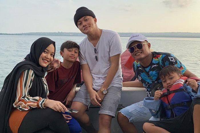 Sule dan anak-anaknya