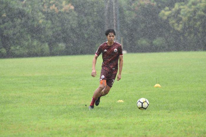 Rishadi Fauzi menjalani latihan perdananya bersama Persija Jakarta di Lapangan PSAU, Halim Perdanaku