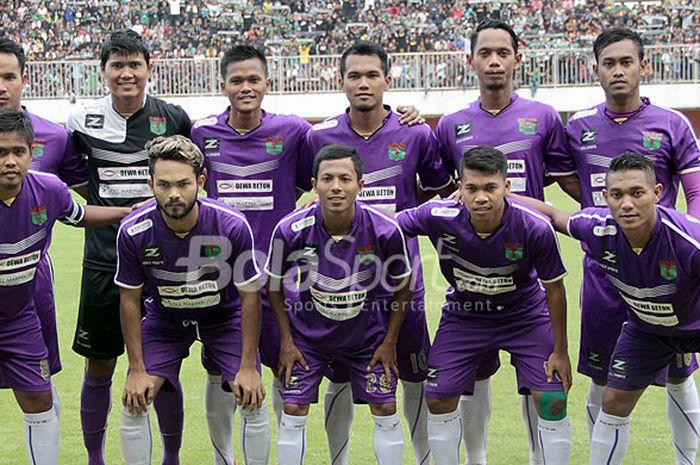 Tim Persita Tangerang berpose menjelang dimulainya laga Piala Dirgantara 2017 yang digelar di Stadio