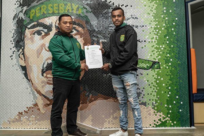 Alwi Slamat menandatangani kontrak satu tahun dengan Persebaya Surabaya.