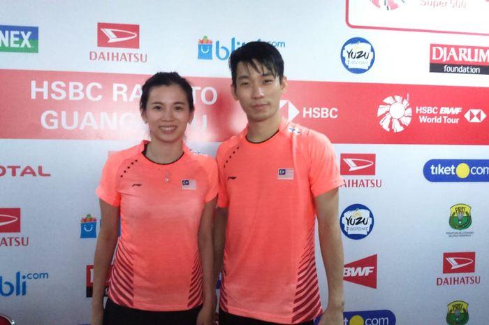 Pasangan ganda campuran Malaysia, Chan Peng Soon/Goh Liu Ying, berpose setelah konferensi pers semifinal Indonesia Masters 2019.
