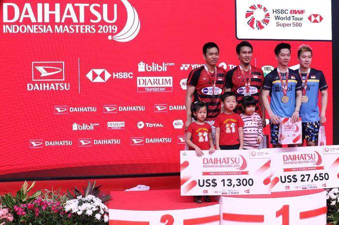 Pasangan ganda putra Indonesia, Mohammad Ahsan/Hendra Setiawan (kiri) dan Marcus Fernaldi Gideon/Kev