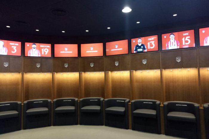 Suasana bangku pemain di kamar ganti Atletico Madrid.