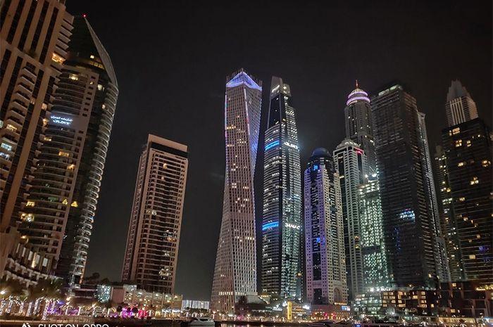Keindahan cityscape Dubai diambil dengan fitur Night Mode dalam Oppo R17 Pro.