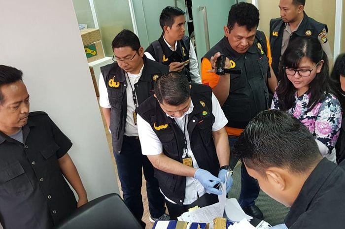 Sekjen PSSI nampak dalam penggeledahan Satgas Antimafia Bola di Kantor PSSI, FX, Sudirman, Jakarta, Rabu (30/1/2019).