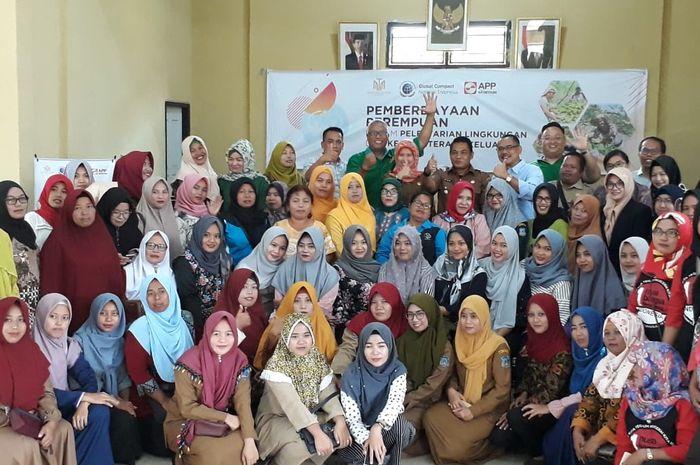 Pemberdayaan Perempuan dalam Pelestarian Lingkungan Hidup dan Kesejahteraan Keluarga, kolaborasi Martha Tilaar Group dengan Asia Pulp & Paper (APP) Sinar Mas.