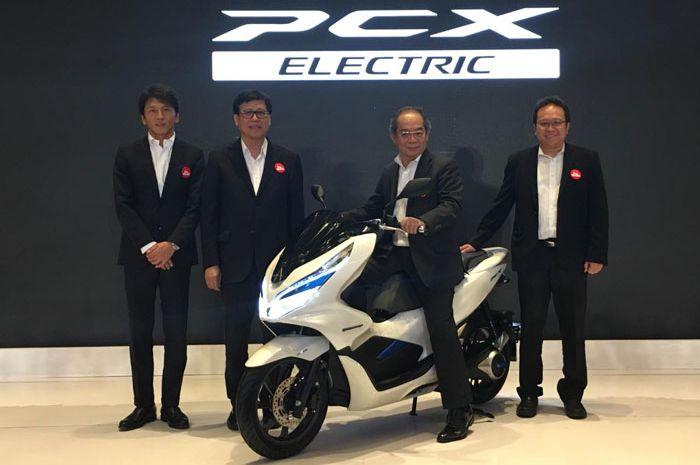 PT AHM resmi meluncurkan Honda PCX EV alias motor matik listrik, (31/1/2019)