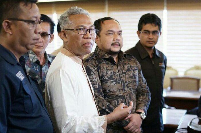 Terpidana kasus UU ITE Buni Yani dan kuasa hukumnya Aldwin Rahadian di Kompleks Parlemen, Jumat (1/2/2019).