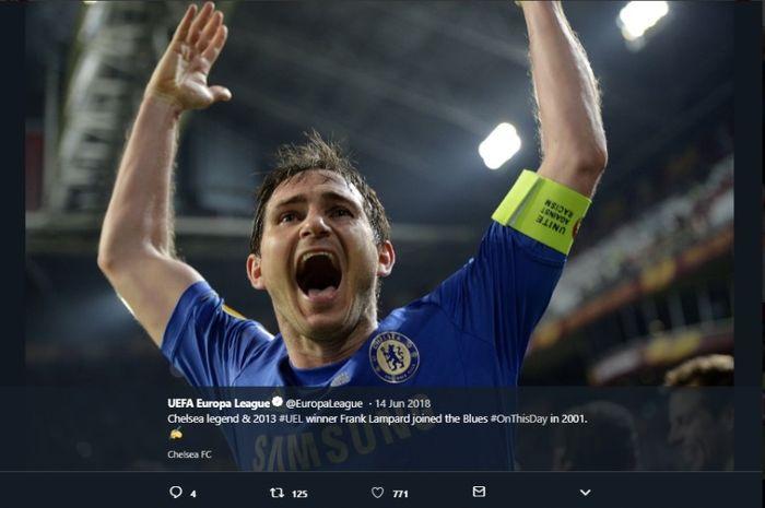 Legenda Chelsea, Frank Lampard, mampu melampaui karier sang ayah.