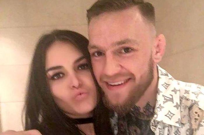 Bukti foto yang diberikan oleh Terry Murray terkait hubungannya dengan Conor McGregor.