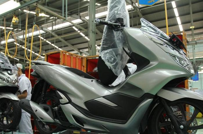 Honda PCX punya pilihan warna baru