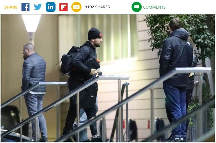 Bek Manchester United, Luke Shaw, tiba di Hotel Lowry.