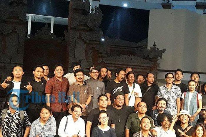 Peserta diskusi RUU Permusikan, satu diantaranya musisi Indra Lesmana di ISI Denpasar, Senin (4/2/2019).