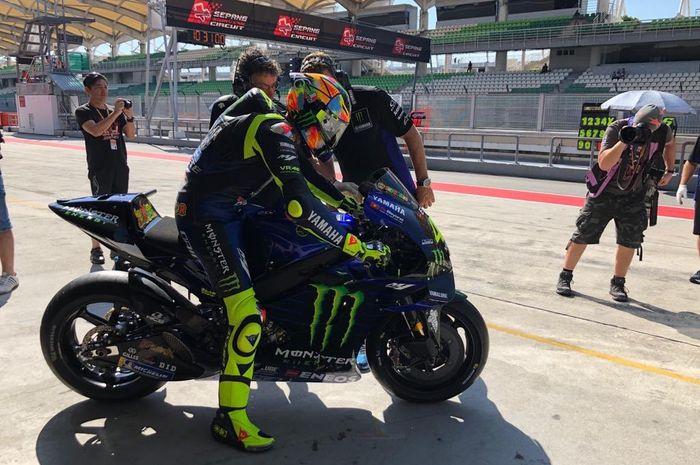 Valentino Rossi tampil dengan Helm Baru saat  melaju di tes pramusim MotoGP 2019 yang digelar di Sirkuit Sepang, Malaysia, Rabu (6/2/2019).