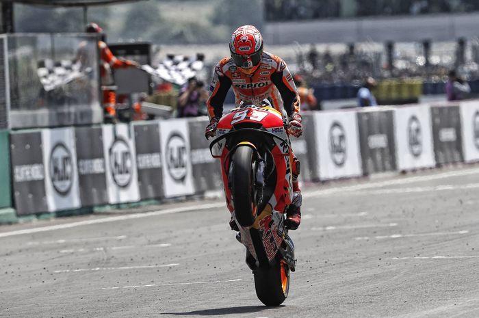 Pebalap Repsol Honda, Marc Marquez, saat melaju di sesi hari pertama tes pramusim MotoGP 2019 di Sirkuit Sepang, Malaysia, Rabu (6/2/2019).