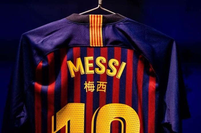 Jersey Barcelona pada laga semi final pertama Copa del Rey malam nanti sedikit berbeda. Barcelona akan menambahkan huruf China pada jersey mereka.