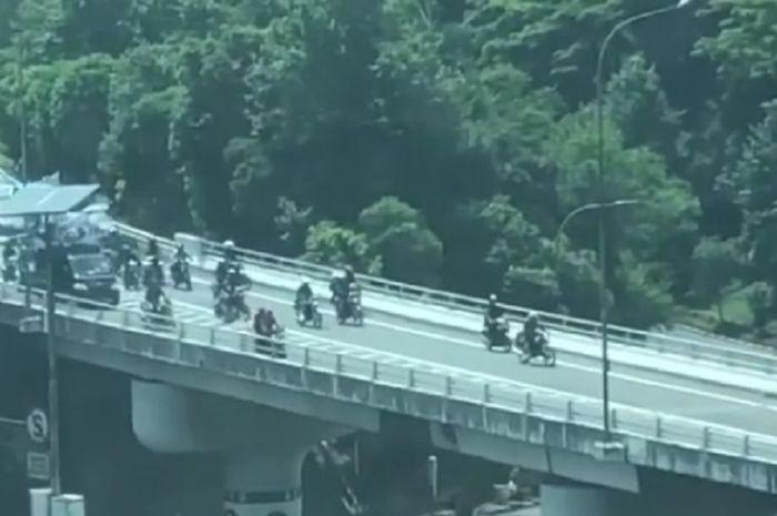 Ratusan pemotor memasuki tol dalam kota hari ini (07/02/2019).