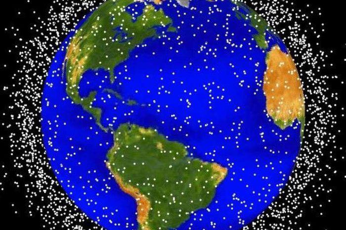 Simulasi sampah luar angkasa yang mengelilingi Bumi.