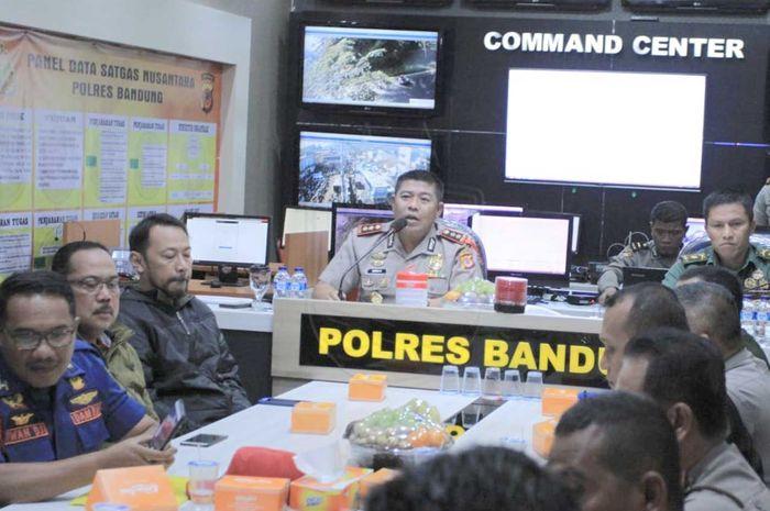 Kapolres Bandung, AKBP Indra Hermawan, memberikan jaminan keamanan.