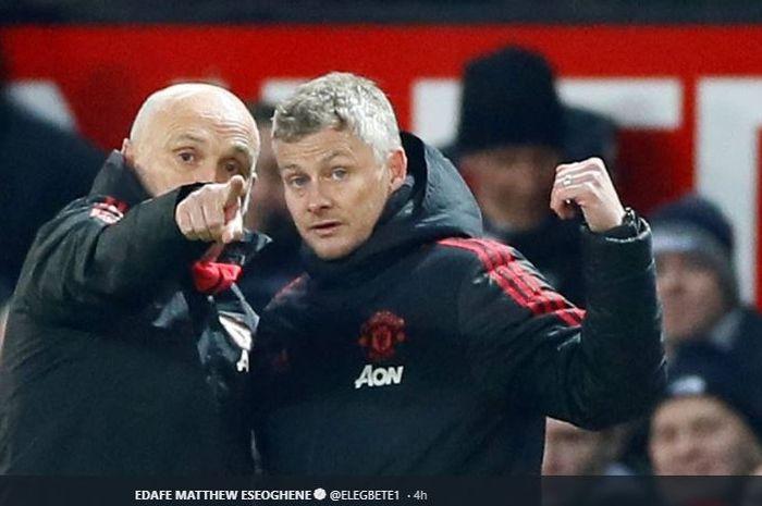 Pelatih interim Manchester United, Ole Gunnar Solskjaer (kanan) bersama asistennya, Mike Phelan (kiri)