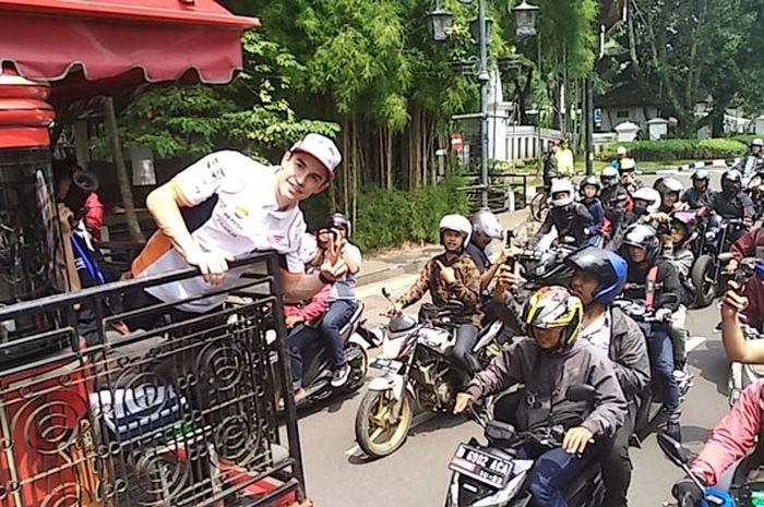 Marc Marquez diarak keliling Bandung naik Bandros