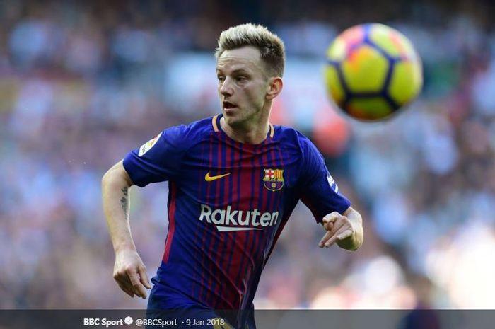 Gelandang FC Barcelona, Ivan Rakitic, nasibnya masih belum jelas di Barcelona dikarenakan manajemen Barcelona masih belum menanggapi perpanjangan kontrak sang pemain.