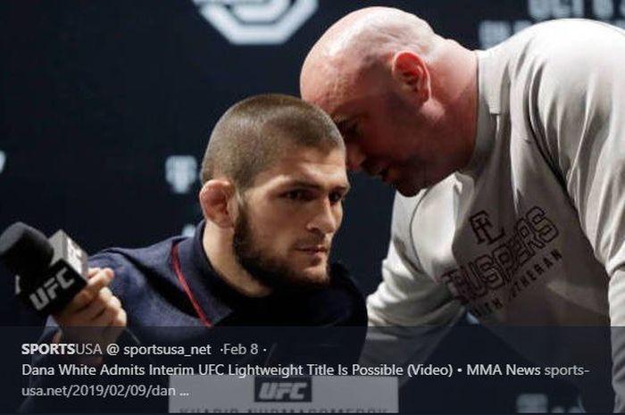 Dana White berbicara dengan Khabib Nurmagomedov di sesi konferensi pers jelang laga UFC 229.