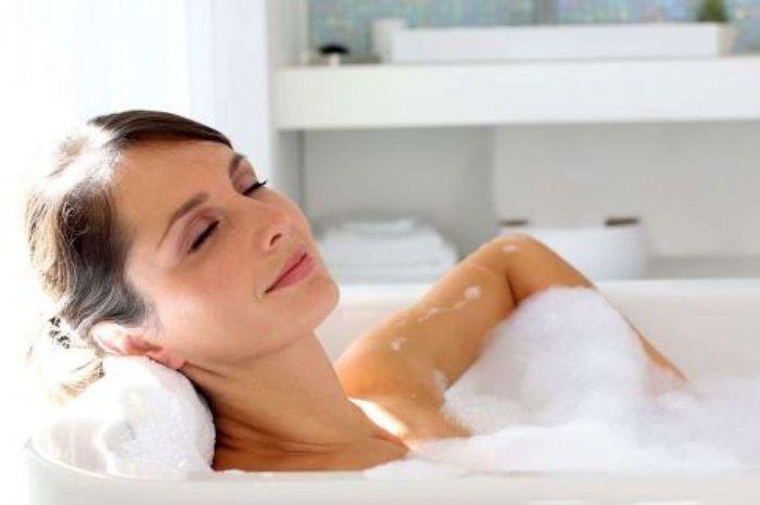 berendam air panas dapat menurunkan tingkat gula darah dan mengeluarkan energi.