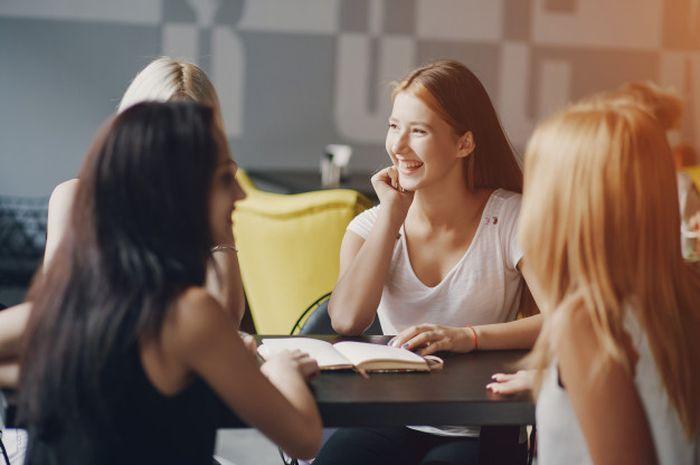 Wanita perlu bertemu dengan teman-temannya setidaknya dua kali seminggu